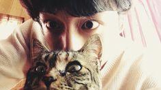 Sakaguchi, please, marry me Japanese Babies, Japanese Boy, Art Reference Poses, Photo Reference, Kentaro Sakaguchi, Men With Cats, Boy Cat, Pretty Asian, Art Poses