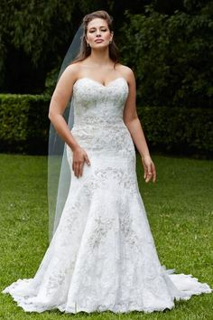 If you are a curvy bride, this roundup is for you because it's full of gorgeous plus size wedding dresses! Don't be afraid of any types of gowns, show . Plus Size Brides, Plus Size Wedding Gowns, Dream Wedding Dresses, Bridal Dresses, Bridesmaid Dresses, Maxi Dresses, Wedding Dresses For Curvy Women, Lounge Dresses, Sleeve Dresses