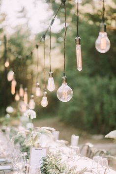 21 Stunning Examples of Wedding Lighting Decor That You Can DIY - Wedding Lighting Ideas and Inspiration - DIY Wedding Lighting - Wedding Lights - DIY Event Lighting Tuscan Wedding, Rustic Wedding, Wedding Country, Romantic Weddings, Simple Weddings, Lampe Edison, Edison Bulbs, Light Decorations, Wedding Decorations