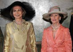 OSLO 20060606: Dronning Sofia og dronning Sonja i forbindelse med den offisielle fotograferingen i anledning det spanske kongeparets besøk på Slottet tirsdag ettermiddag. Foto: Lise Åserud / SCANPIX POOL