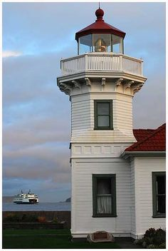 Mukilteo, WA lighthouse near Puget Sound with Mukilteo/Clinton ferry in background, by Dan Hershman, via Flickr