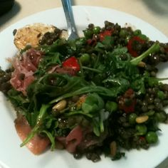 Green lentils, rocket, peas, red peppers, pine nuts, parma ham, egg, herbs = amazing!