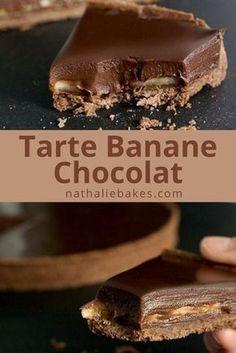 Recette facile de tarte chocolat banane: une pâte sucrée au chocolat, recouverte de bananes et d'une onctueuse ganache au chocolat. De la pure gourmandise! | nathaliebakes.com