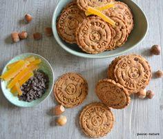 Voici de délicieux petits biscuits à grignoter à l'heure du goûter accompagnez d'une tasse de thé, de café ou de chocolat chaud! Ingrédients pour 25 à 30 biscuits : 100 gr de farine T 65 50 gr de farine de châtaigne 20 gr de flocons d'avoine 30 gr de...