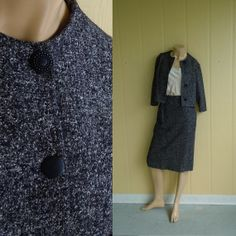 silk and wool tweed suit . pencil skirt and jacket . black and white . vintage 1940s . perfect for mother of the bride