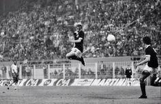 Denis Law Scotland vs Zaire 1974 World Cup pic.twitter.com/b3bTM19kYZ