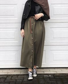 Meilleurs Modèles Robes Hijab Chic Style 2019 – Hijab Fashion and Chic Style Fa… Modern Hijab Fashion, Street Hijab Fashion, Hijab Fashion Inspiration, Muslim Fashion, Modest Fashion, Skirt Fashion, Fashion Outfits, 90s Fashion, Womens Fashion