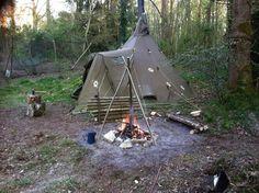 HELSPORT VARANGER Lavvu CAMP 4 - 6 als basecamp beim bushcraften (c)Ted wood, das HELSPORT VARANGER CAMP das erste Lavvu mit integrierter Apsis, sehr praktisch Testmöglichkeit ganzjährig auf unserem Testgelände möglich https://www.absolut-canoe.de/kontakt/  #adventure #tent #outdoor #camping #travel #familienzelt