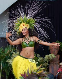 M Hawaiian Hats, Hawaiian Costume, Hawaiian Dancers, Polynesian Dance, Polynesian Culture, Dance Baile, Tahitian Costumes, Tahitian Dance, Tahiti Nui