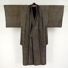 Dark brown, silk ansamble kimono for man / つややかな表情の平織り紬地の男物アンサンブル http://www.rakuten.co.jp/aiyama #Kimono #Japan #aiyamamotoya