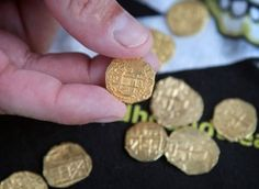 22 gold Spanish coins found  worth $176,000 found from a wreck of an 18th century Spanish fleet, 1715