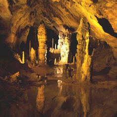 The World's Best Photos of grotte and stalagmite Inferno Dan Brown, Paris Photos, World Best Photos, Pond, Places, Painting, Traveling, Beautiful Places, Places To Visit