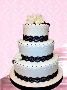 Wedding Cake per 80 porzioni  Pan di Spagna con farciture crema e/o cioccolato , copertura in pasta di zucchero  Prezzo su richiesta  ☎ 0039 3403745199