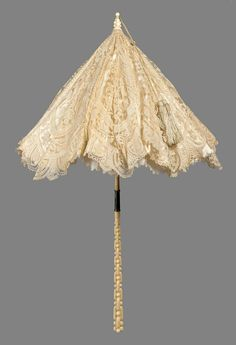 White Lace Parasol Made Of Silk, Lace And Satin, Carved Ivory Folding Handle In Interlocking Link Design - French - Museum Of Fine Arts, Boston Antique Lace, Vintage Lace, Vintage Dresses, Vintage Outfits, 1870s Fashion, Victorian Fashion, Vintage Fashion, Edwardian Style, Lace Parasol