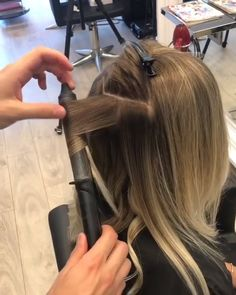 Curls 433612270376422733 - The end result is amazing! Hair Curling Techniques, Hair Curling Tips, Hair Curling Tutorial, Curled Hairstyles, Easy Hairstyles, Amazing Hairstyles, Hairstyles Videos, Medium Hair Styles, Short Hair Styles