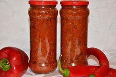 Salsa de tomate con la berenjena y pimentón