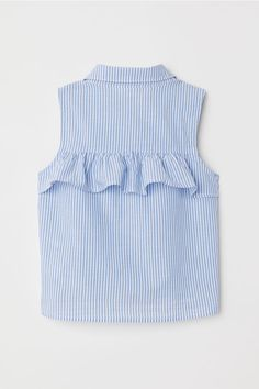 Sleeveless blouse in airy, woven cotton fabric. Rounded collar, buttons at front, and tie-front hem. Baby Dress Design, Baby Girl Dress Patterns, Dresses Kids Girl, Ladies Dress Design, Kids Outfits, Cute Outfits, Blouse Models, Tie Front Blouse, Fashion Outfits