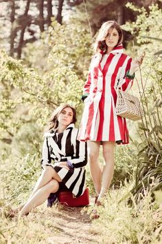 Abrigo Rallas para la temporada primavera-verano 2012. Ideal para ir a la moda y con un punto cool! No te lo pierda en la tienda de Facebook de Bazar la Pasión.