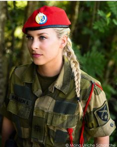 Norwegen - Militärpolizei - Women and Uniform - Military Female Cop, Female Soldier, Female Warriors, Idf Women, Military Women, Mädchen In Uniform, Military Girl, Military Police, Warrior Girl