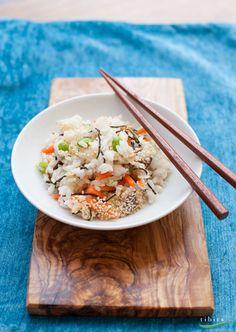 Chirashi Sushi ist eine Art japanischer Reissalat. So köstlich, dass er künftig an keinem Grillfest mehr fehlen darf! (Zum Glück gibt's bei uns Take-Away und Catering