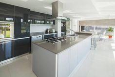 Mirá imágenes de diseños de Cocinas estilo Moderno}: Casa M. Encontrá las mejores fotos para inspirarte y creá tu hogar perfecto.