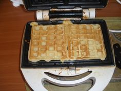 Waffle Iron, Food And Drink, Pizza, Kitchen Appliances, Basket, Scrappy Quilts, Diy Kitchen Appliances, Home Appliances, Belgian Waffle Iron
