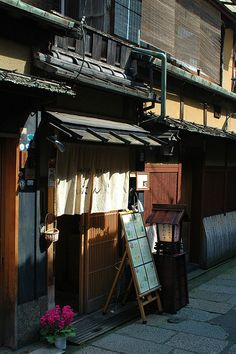 Gion Restaurant, Kyoto, Japan http://www.flickr.com/photos/robhuyser/2382865103/