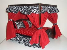 Red Giraffe Canopy Luxury Bed Cute Dog Beds, Pet Beds, Puppy Beds, Diy Dog Bed, Doggie Beds, Dog Furniture, Style, Designer Dog Clothes, Puppies