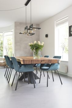 Easily create the perfect dining room for your home with these key design principles and ideas. Living Room Kitchen, Home Decor Kitchen, Kitchen Interior, Living Room Decor, Living Dining Combo, Dining Table Design, Dining Room Table, Dining Room Sets, Esstisch Design