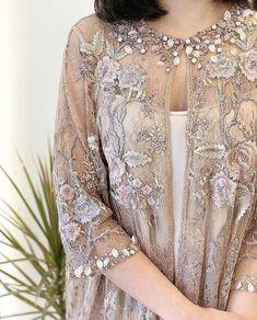 Kebaya Lace, Kebaya Dress, Dress Pesta, Dress Brokat Modern, Kebaya Modern Dress, Stylish Dresses For Girls, Modest Dresses, Nice Dresses, Dress Brukat