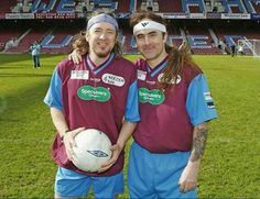 Adrian Smith y Steve Harris (Iron Maiden) West Ham United Bruce Dickinson, Iron Maiden, Rock And Roll Bands, Rock N Roll, Football Music, West Ham Fans, 80s Metal Bands, Run To The Hills, Adrian Smith