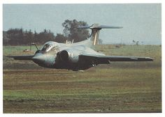 ☆ South African Air Force ✈Buccaneer 422 at very low level, just a few meters above the runway in 1972 Military Jets, Military Aircraft, Blackburn Buccaneer, Air Force Day, South African Air Force, World Conflicts, Army Day, Battle Rifle, Thunder And Lightning