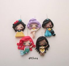 charms totally handmade with clay ^^ Kawaii day and night earrings Fimo Disney, Polymer Clay Disney, Polymer Clay Dolls, Polymer Clay Miniatures, Polymer Clay Charms, Polymer Clay Creations, Polymer Clay Jewelry, Clay Projects, Clay Crafts