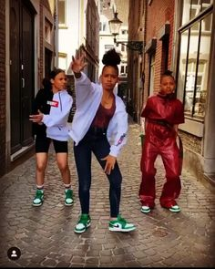 Follow @norah_yarah_rosa.com on Instagram Breakdance, Hip Hop Dance, Contemporary Dance, Hip Hop Fashion, Girl Dancing, Dance Music, Dancers, Cool Photos, Queens