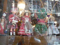 Francia: al Cafe du Coin di Saint Malo una collezione impressionante di bambole e pupazzi da tutto il mondo. Da vedere assolutamente.