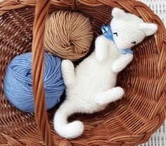 Soft kitty, warm kitty, little ball of fur... Isnt he cute and cuddly? Rub-My-Belly Kitten is just an ideal project for spring!    And you need only