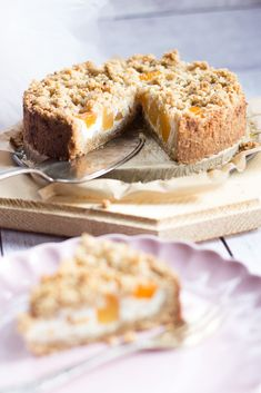Heute gibt es einen himmlischen Pfirsich Streusel Kuchen, perfekt für die näch… Today there is a heavenly peach crumble cake, perfect for the next cake stand. Would you like a juicy cake with lots of fruit? Cinnamon Cream Cheese Frosting, Cinnamon Cream Cheeses, Cake Recipes, Snack Recipes, Peach Crumble, Pumpkin Spice Cupcakes, Cake Table, Food Cakes, Fall Desserts