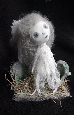 https://www.etsy.com/es/listing/224634165/ooak-alicia-muneca-fantasma-con-diorama