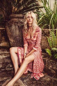 outfits formal hippie chic Boho V-Neck Chic Beach Maxi Dress Mode Hippie, Bohemian Mode, Bohemian Style, Boho Chic, Bohemian Fashion, Casual Chic, Bohemian Dresses, Casual Party, Vintage Bohemian