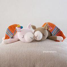 Quiero compartir lo último que he añadido a mi tienda de #etsy: Paqucha, la alpaquita dormilona / Amigurumi (Archivo PDF para descargar en español) Crochet Mandala Pattern, Baby Alpaca, Digital Pattern, Baby Sleep, Dolls, Knitting, Etsy, Creative, Classic