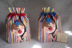 Saquinho Circo - Palhaço - confeccionado em tecido, com aplicação em feltro, bordado à mão. Opções: várias cores e combinações, também podem ter outros personagens. Valor referente à unidade. R$ 22,40