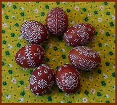 Eastern Eggs, Funny Eggs, Craft Projects, Projects To Try, Easter Egg Pattern, Egg Art, Egg Decorating, Easter Crafts, Pottery