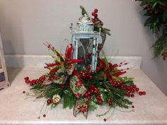 Nice 52 Inspiring Rustic Christmas Lantern Ideas for Your Porch Decoration. More at http://dailypatio.com/2017/10/31/52-inspiring-rustic-christmas-lantern-ideas-porch-decoration/