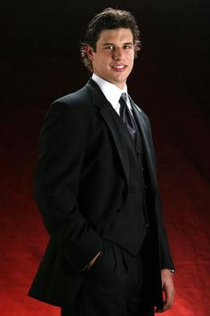 Sidney Crosby + suit + hockey player= I'm in love. Pittsburgh Sports, Pittsburgh Penguins Hockey, Steelers Football, Pens Hockey, Hockey Mom, Ice Hockey, Lets Go Pens, Nhl News, American Sports