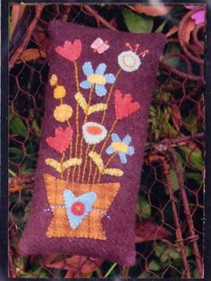 PATTERN-Maisys-Flowers-Pincushion-PATTERN-quick-easy-wool-applique