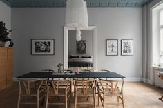 Want to pack a punch in your dining room without having to decorate? Pick one of these dining room paint colors and give the room a whole new life Dining Room Paint Colors, Swedish House, Large Table, Grey Walls, Interior And Exterior, Sweet Home, New Homes, Dining Table, House Design