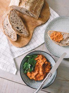 Romesco dip med mandler og soltørrede tomater