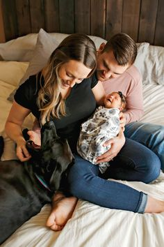 Newborn Photo Session - Baby - Mom - Mother - Dad - Father - Swaddle - Girl - Bow - Headband - Holding - Dog - Black Lab - Pet - Jeans - Black Shirt - Pink Shirt - Gray Floral - Montana Family Photographer - Sara Nagel Photography Newborn Photos, Baby Photos, Family Photos, Couple Photos, Girls Bows, Mom And Baby, Family Photographer, Photo Sessions, Montana