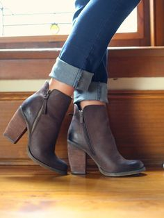 712988d11018 Brown leather boots with blue jeans. Brown Heeled Ankle Boots