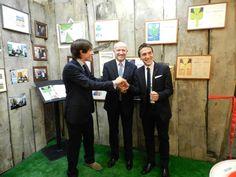 Il presidente nazionale di Confartigianato Imprese Giorgio Merletti allo stand Falpe, azienda premiata per i 40 anni di presenza ininterrotta come espositrice alla MOMA